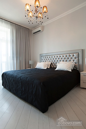 Stylish Black & White one-bedroom apartment with king-size bed, Una Camera (26013), 004