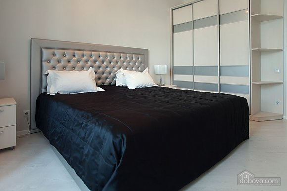 Stylish Black & White one-bedroom apartment with king-size bed, Zweizimmerwohnung (26013), 005