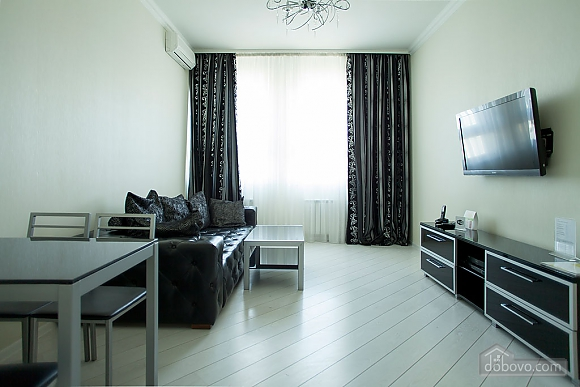 Stylish Black & White one-bedroom apartment with king-size bed, Una Camera (26013), 011