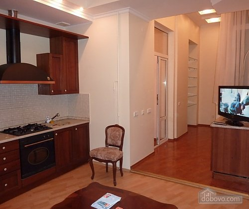 Apartment opposite synagogue in the center, Trois chambres (26079), 001