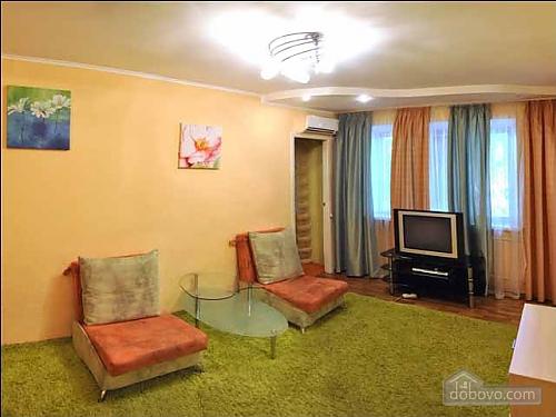 Апартаменты в самом центре, 2х-комнатная (26540), 002