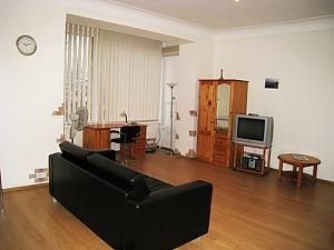 18, Rue  Kropyvnytskogo , Studio, 002