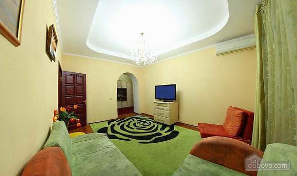 Квартира в самом центре, 2х-комнатная (62965), 002