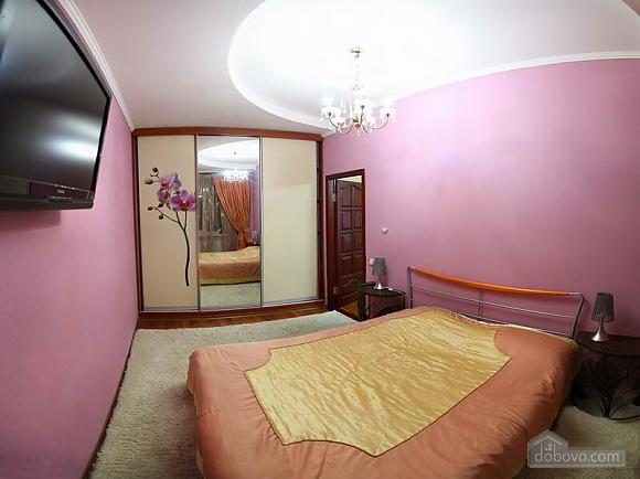 Квартира в самом центре, 2х-комнатная (62965), 004