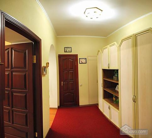Квартира в самом центре, 2х-комнатная (62965), 005