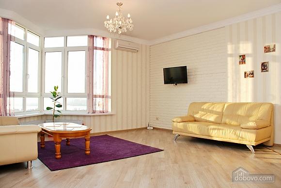 Красивая квартира с видом на Днепр, 3х-комнатная (60211), 002