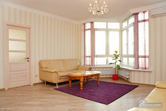 Красивая квартира с видом на Днепр, 3х-комнатная (60211), 001