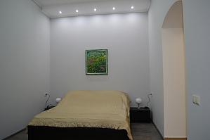 Квартира в центрі навпроти палацу Потоцьких, 1-кімнатна, 001