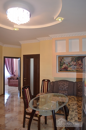 Apartment with sea views in the center of Odessa, Trois chambres (22152), 002