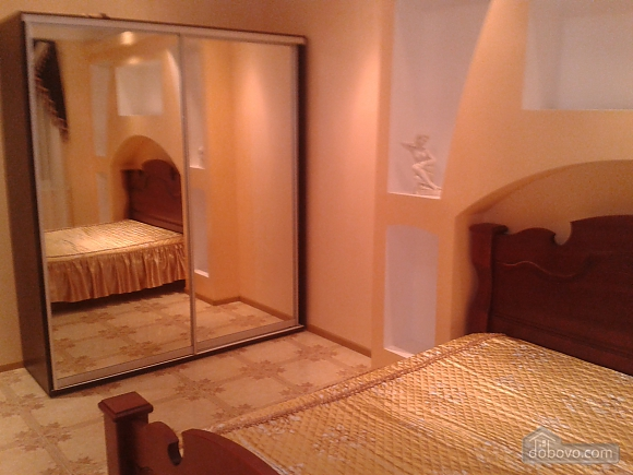 Apartment with sea views in the center of Odessa, Tre Camere (22152), 004