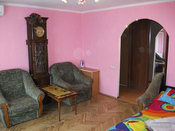 Квартира в 5 хвилинах ходи до метро, 2-кімнатна (64413), 002