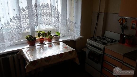 Квартира в районе с хорошей транспортной развязкой, 2х-комнатная (26513), 001