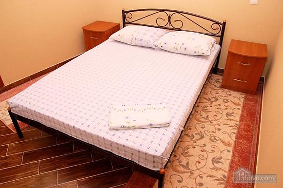 Квартира на площади Независимости, 2х-комнатная (79054), 002