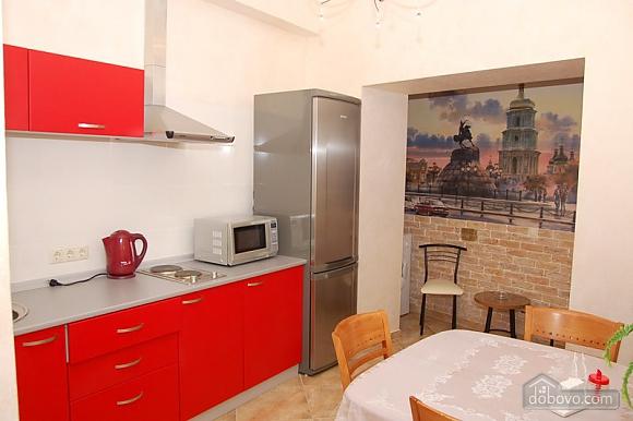 Квартира на площади Независимости, 2х-комнатная (79054), 005
