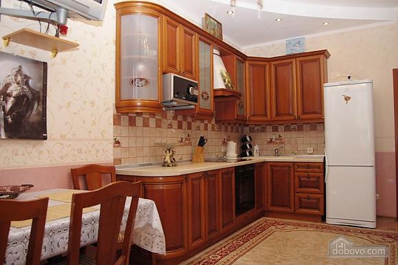 Квартира возле метро Дворец Спорта, 2х-комнатная (76964), 002