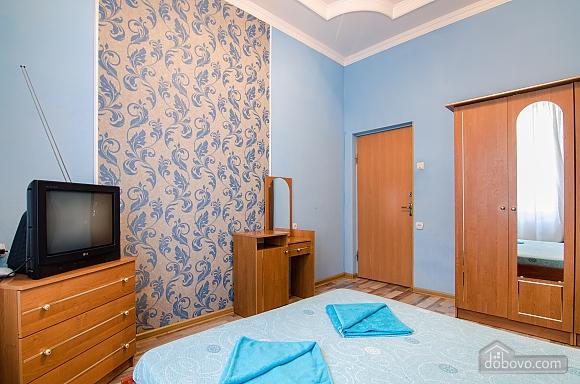 Квартира возле Оперного театра, 2х-комнатная (59286), 002