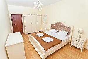 Апартаменты возле метро Лукьяновская, 3х-комнатная, 002