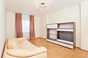 Апартаменты возле метро Лукьяновская, 3х-комнатная, 003