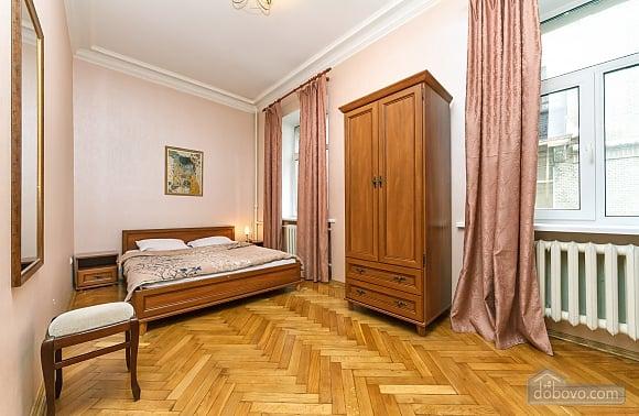 Квартира возле Майдана Независимости, 2х-комнатная (62093), 002