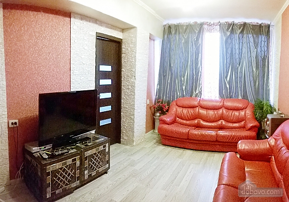 Cozy apartment near Zoloti Vorota metro station, Tre Camere (39769), 001