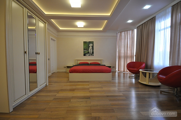 Стильная квартира с дизайнерским ремонтом, 1-комнатная (16347), 002