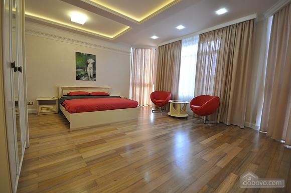 Стильная квартира с дизайнерским ремонтом, 1-комнатная (16347), 001