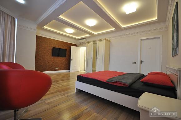 Стильная квартира с дизайнерским ремонтом, 1-комнатная (16347), 004