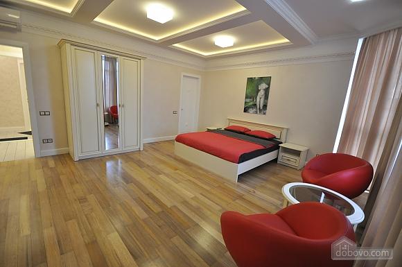 Стильная квартира с дизайнерским ремонтом, 1-комнатная (16347), 005