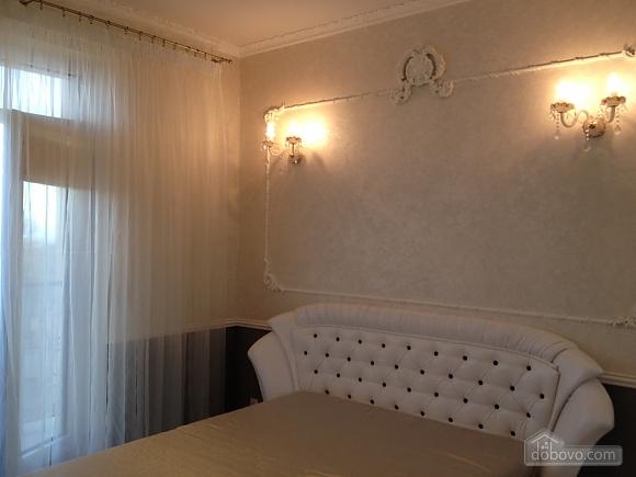 Квартира в Аркадии, 3х-комнатная (64572), 002
