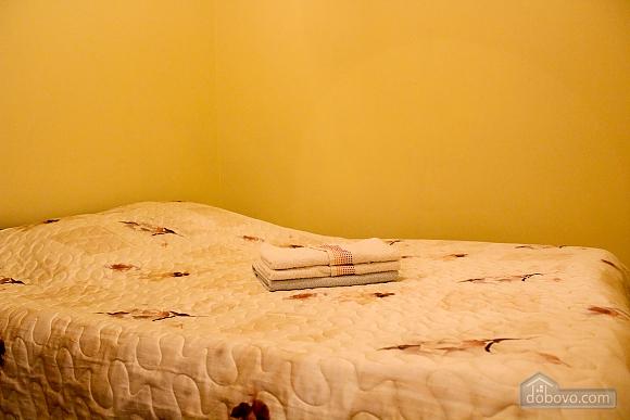 Квартира біля площі Ринок, 2-кімнатна (62974), 001