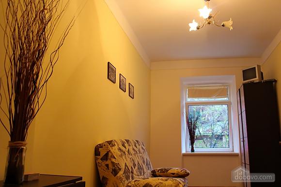 Квартира біля площі Ринок, 2-кімнатна (62974), 010