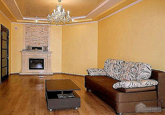 Spacious apartment with a wood burning fireplace, Due Camere (65101), 006