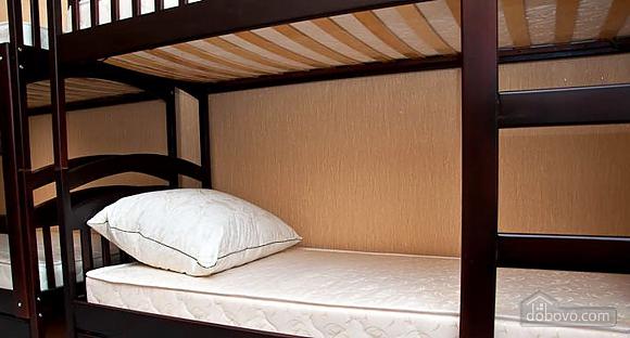 Новый комфортный хостел, 1-комнатная (52432), 010