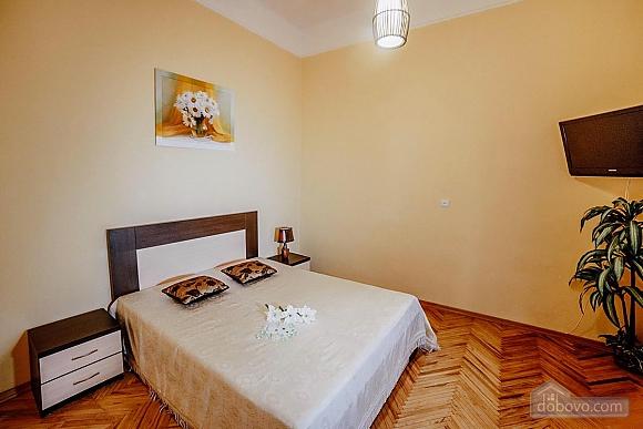 Квартира в центрі з окремими кімнатами, 2-кімнатна (15706), 001