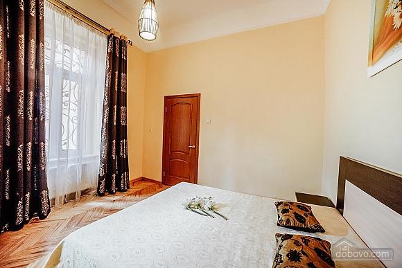 Квартира в центрі з окремими кімнатами, 2-кімнатна (15706), 002