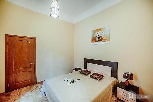 Квартира в центрі з окремими кімнатами, 2-кімнатна (15706), 003