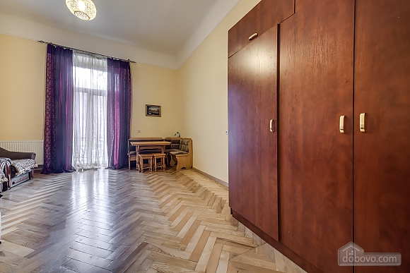 Квартира в центрі з окремими кімнатами, 2-кімнатна (15706), 010
