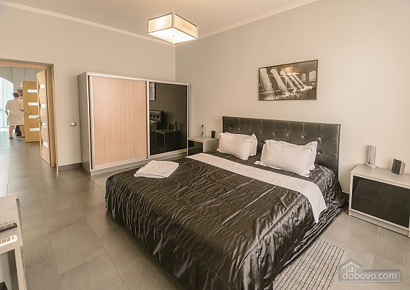 Modern one bedroom Jacuzzi apartment with kitchen and sofa bed, One Bedroom (76251), 006