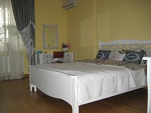 Apartment in Solomyanskiy disctrict, Monolocale, 001