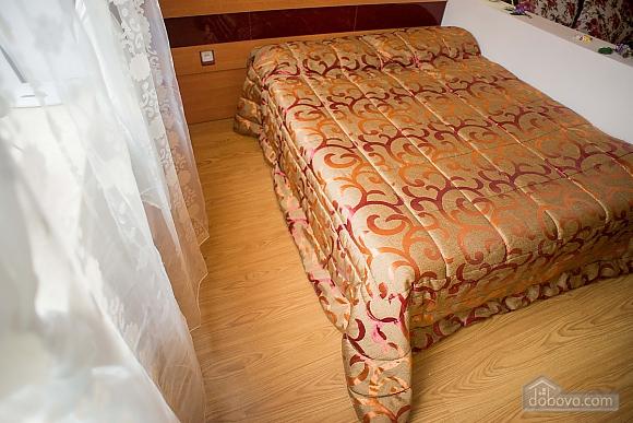Квартира полулюкс в центре, 1-комнатная (31610), 010