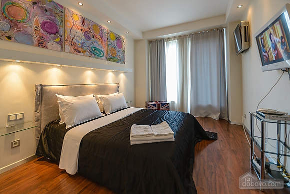 Stylish Jacuzzi one bedroom apartment with balcony and sofa bed, Zweizimmerwohnung (84236), 001