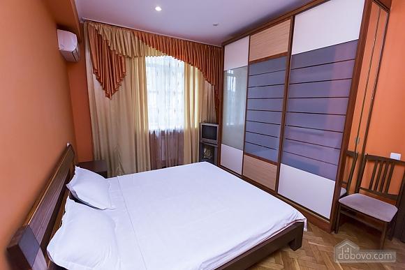 Стильна квартирі біля метро, 3-кімнатна (93902), 020
