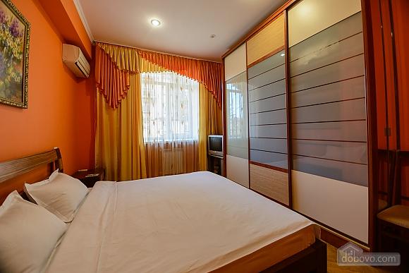 Стильна квартирі біля метро, 3-кімнатна (93902), 003