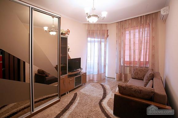 Затишна квартира в центрі, 2-кімнатна (28342), 010