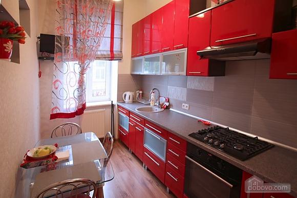 Затишна квартира в центрі, 2-кімнатна (28342), 002