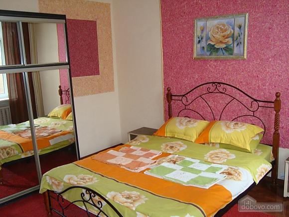 Colorful apartment on Maidan Nezalezhnosti square, Two Bedroom (61410), 002