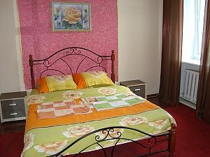 Colorful apartment on Maidan Nezalezhnosti square, Dreizimmerwohnung, 001