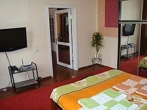 Colorful apartment on Maidan Nezalezhnosti square, Dreizimmerwohnung, 003