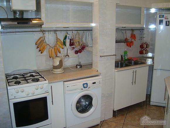 Colorful apartment on Maidan Nezalezhnosti square, Two Bedroom (61410), 011