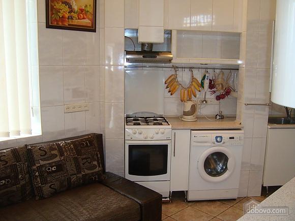 Colorful apartment on Maidan Nezalezhnosti square, Two Bedroom (61410), 013